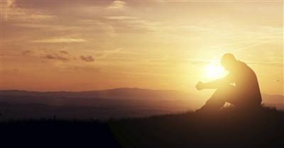 28105-praying-prayer-manpraying-man-prayingoutside-sunrise-400w-tn